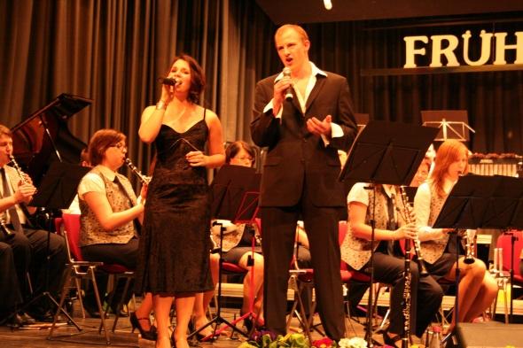 """Sarah Wahl, Orchestermitglied, und Georg Kalmbach sorgten mit """"Vivo per lei"""" beim Frühjahrskonzert für Gänsehaut im Publikum"""